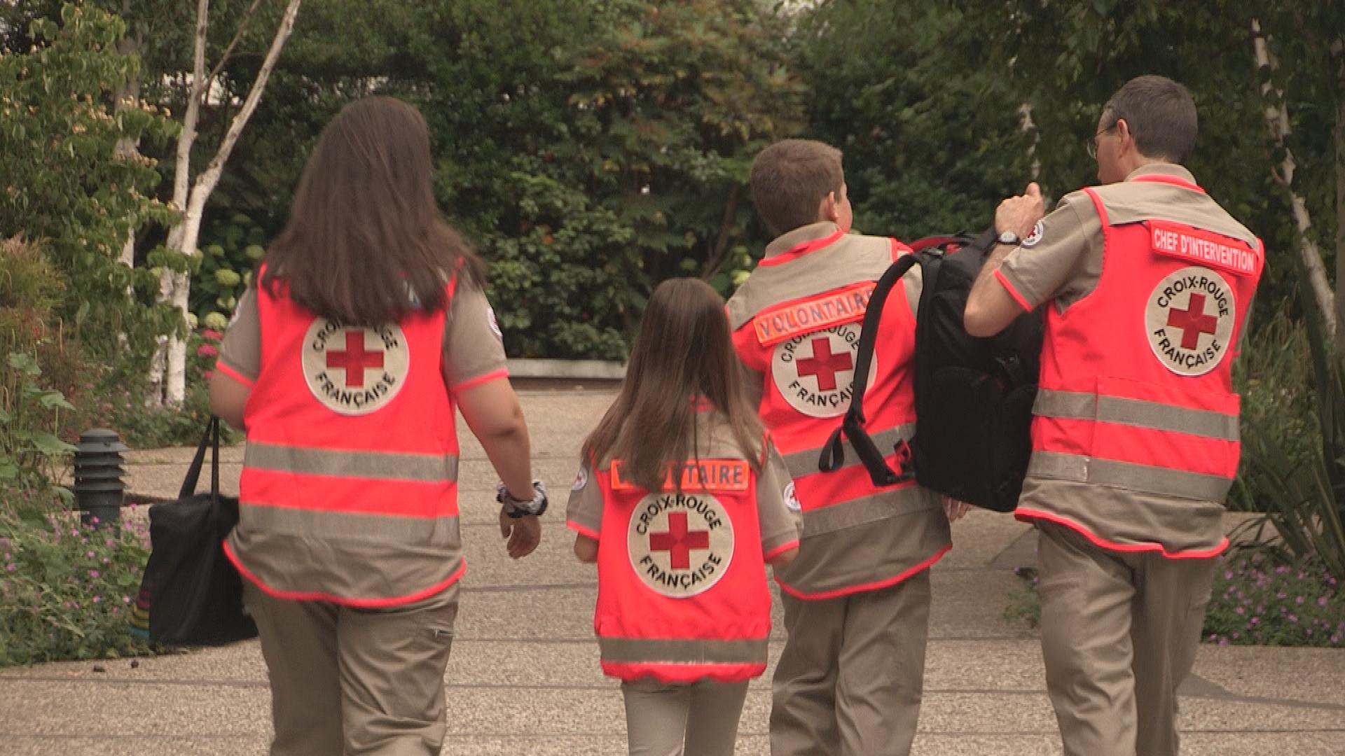 Bénévoles et volontaires: des citoyens au secours des Français